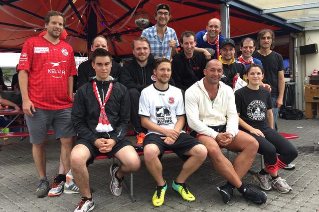 Azem Promis und Junioren des FC Winterthur rannten am Samstag auf der Schützenwiese Runden. Sie sammelten Geld für die Nachwuchsabteilung des Fussballclubs.