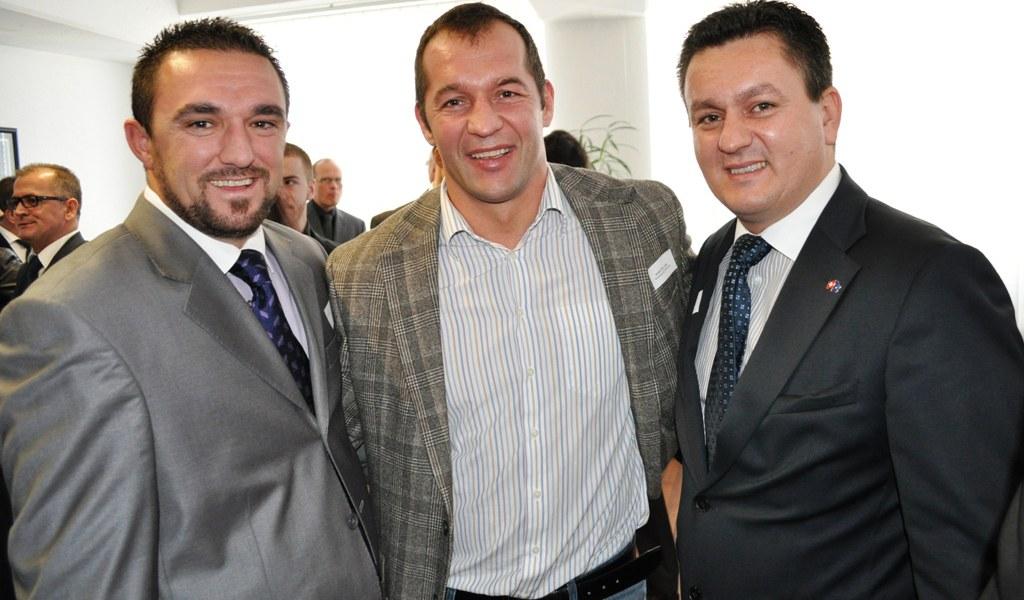Azem Ehrengast bei Eröffnung des Kosovo-Konsulats in Zürich